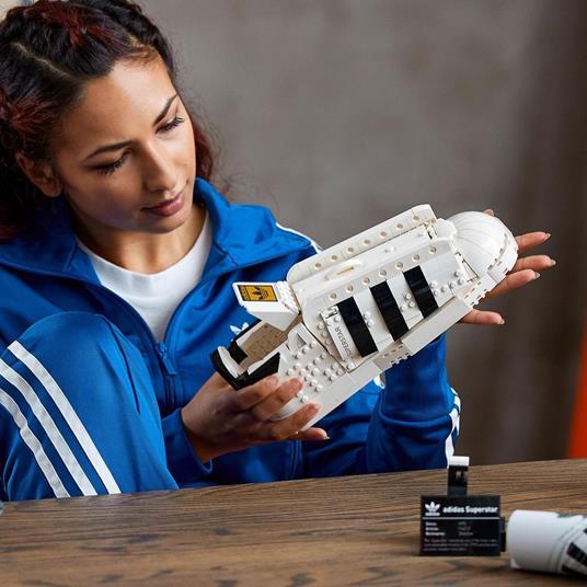 LEGO Icons (10282). Adidas Originals Superstar, Costruzione in Mattoncini, Sneaker da Collezione per Adulti - 2