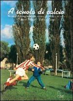 A scuola di calcio. Un mezzo di formazione motoria attraverso la didattica del calcio. Con VHS